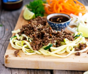 thai-pork-and-zoodle-salad-thumbnl-171596